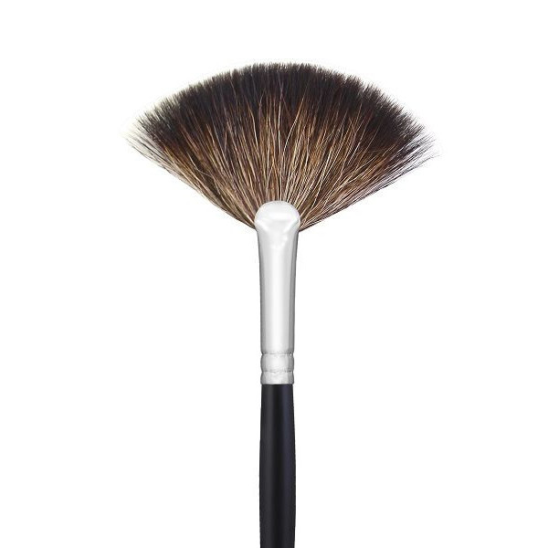 Кисть Morphe Brushes M601 веерная